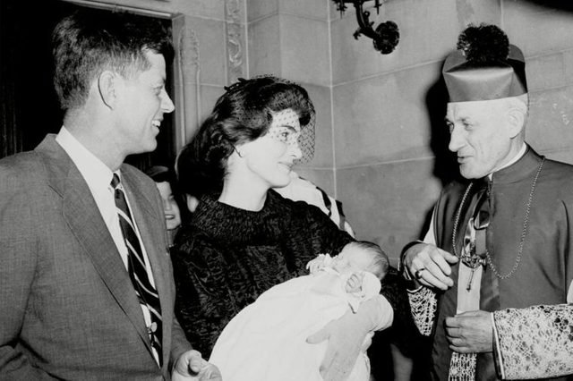 03-15-rarely-seen-photos-of-jfk-and-jackie-kennedy-editorial-6635617a-TONY-CAMERANO-AP-REX-Shutterstock