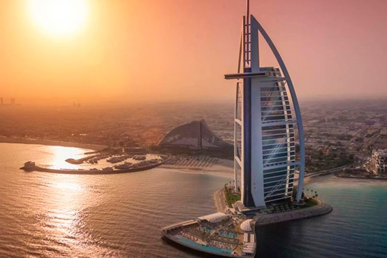World 39 s most luxurious hotels and resorts reader 39 s digest for Burj al arab the most luxurious hotel
