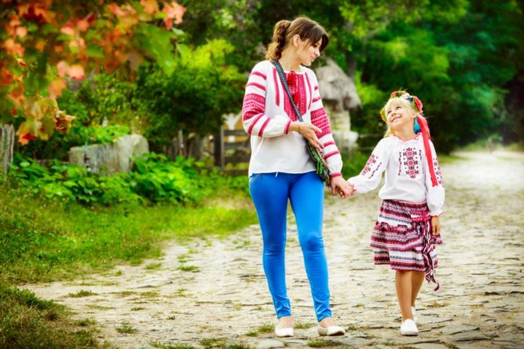 03-confide-Fun, Easy Ways to Be the Cool Aunt_648805015-LOGVINYUK-YULIIA