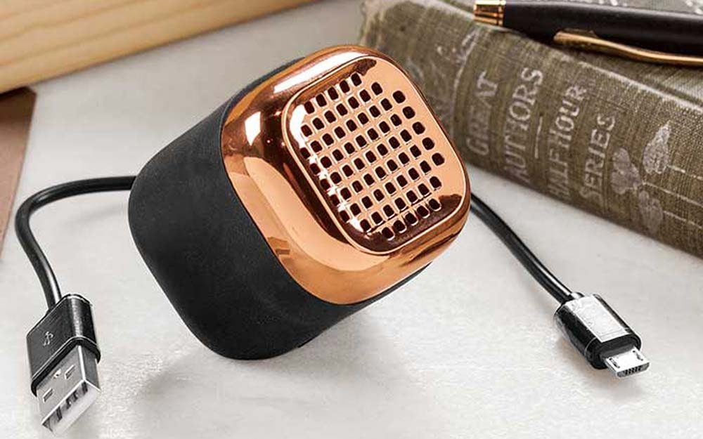 03-sound-Cell-Phone-Accessories-That-Will-Make-Your-Life-Seriously-Easier-oliveandcocoa.com-ft