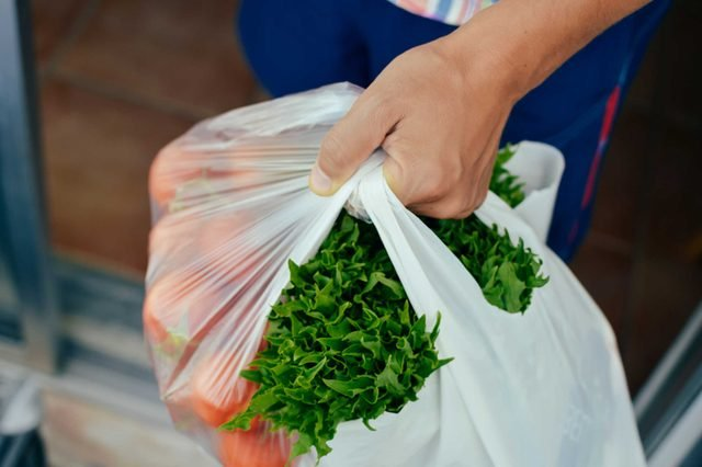 05-grocery-shopping-Research Shows That Men and Women Grocery Shop Differently. Do You Agree?_691554790-Gloriole