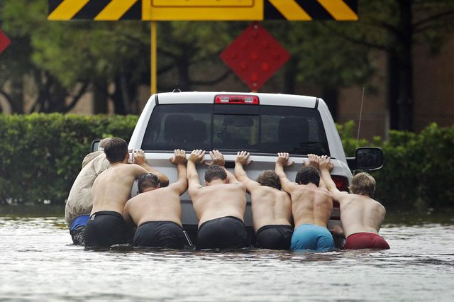 06-8-photos-of-the-most-dramatic-rescues-from-hurricane-harvey-editorial-9028073o-AP-REX--Shutterstock
