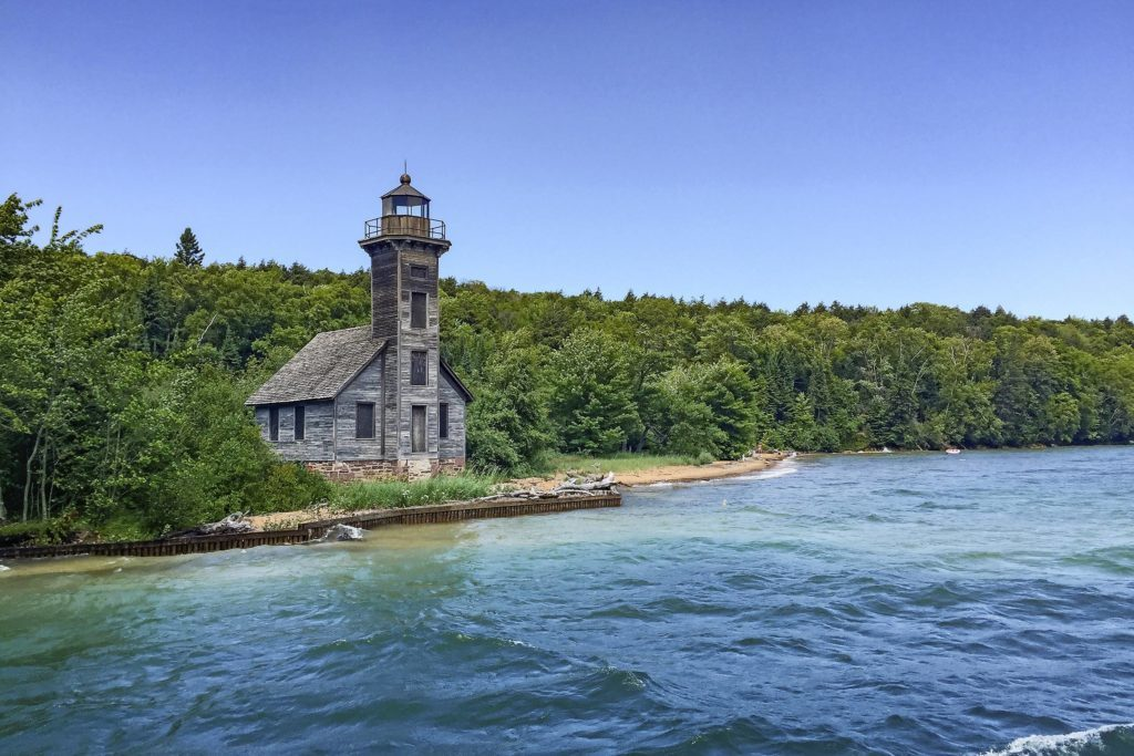 06-The-Stories-Behind-the-Shipwrecks-on-Lake-Superior-Will-Give-You-Goosebumps-reminisce-scott-schiller