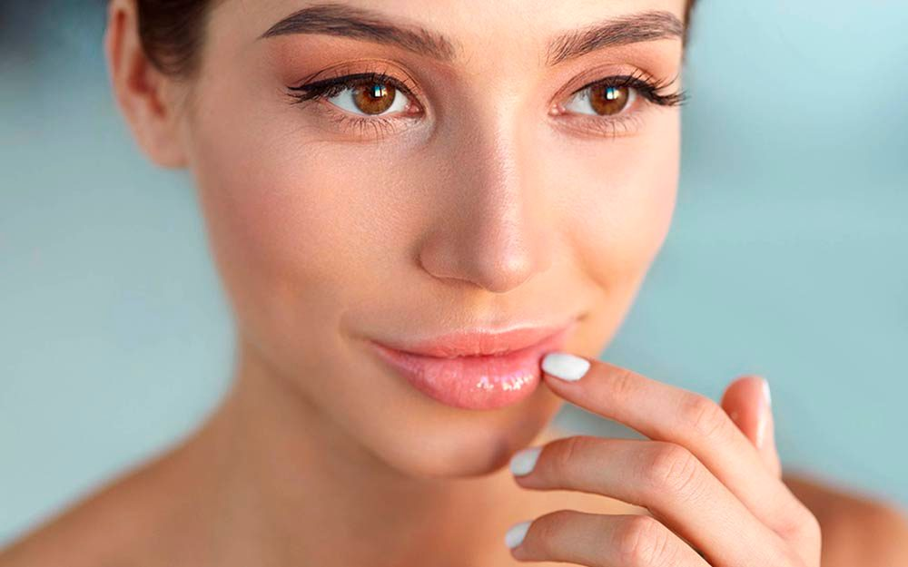 06-eyes-The Best Skin Care For Your 20s, 30s, 40s, and 50s_520099090-puhhha-ft