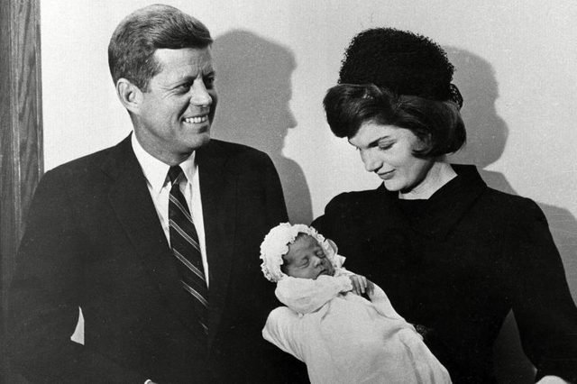 08-15-rarely-seen-photos-of-jfk-and-jackie-kennedy-6005895a-AP-REX-SHUTTERSTOCK