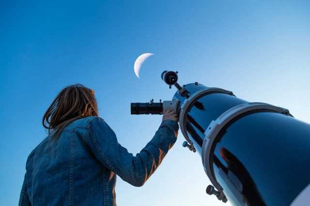 09-stars-Things Everyone Should Do at Least Once Before Summer's Over_646767727-AstroStar