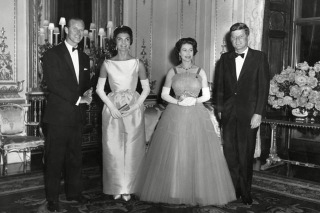 12-15-rarely-seen-photos-of-jfk-and-jackie-kennedy-7665070wj-Historia-REX-Shutterstock