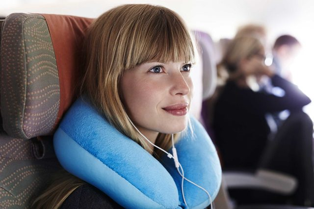 15 Things Smart Travelers Never Buy at the Airport_394949605