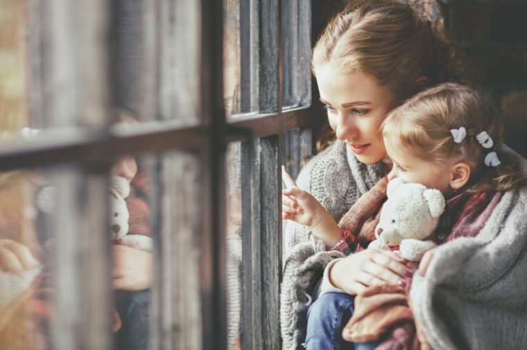 7 Ways Moms Can Ease Their Own Kindergarten Anxiety_486429139