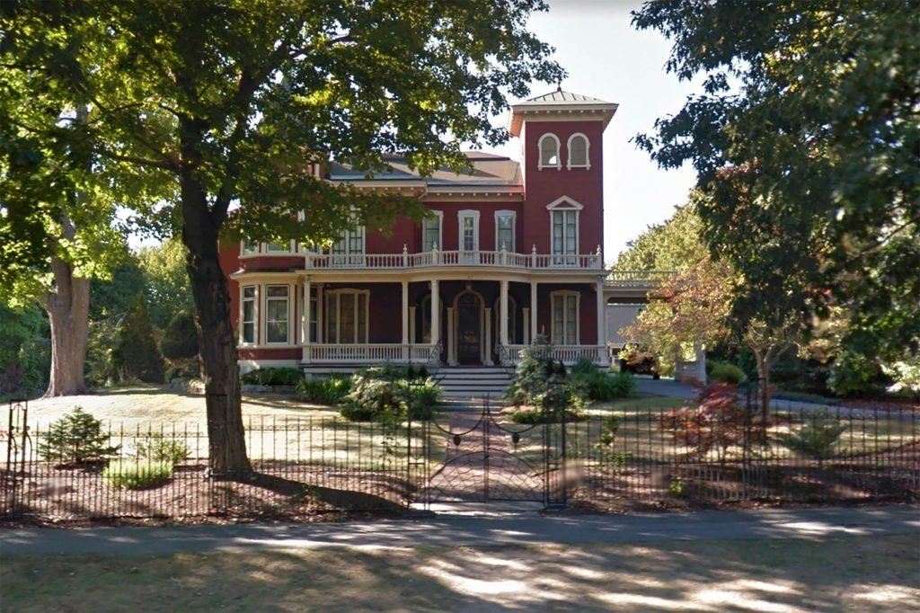 Here's-Your-Chance-To-Be-Stephen-King's-Neighbor-via-google.com:maps