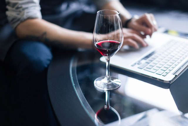 If-You're-Stuck-On-a-Tough-Problem,-Drink-Some-Wine—Science-Says-So!_674042374_UfaBizPhoto