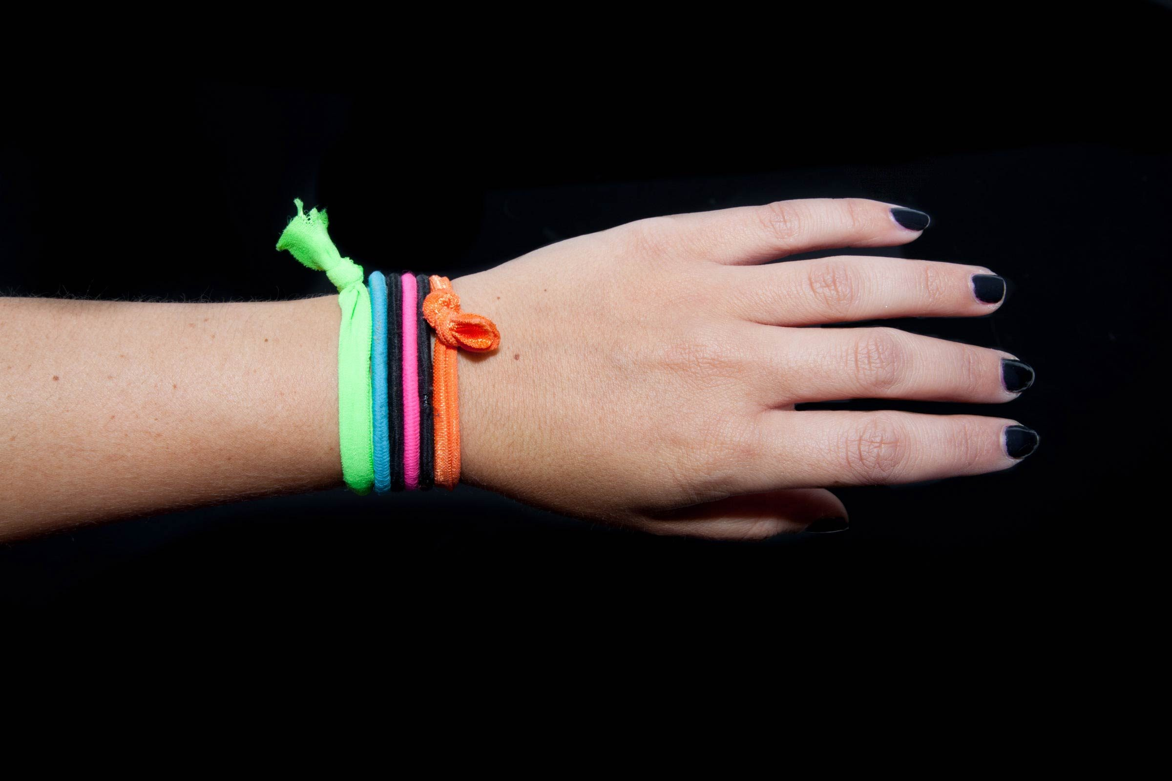 The Serious Reason You Need to Stop Keeping Hair Ties Around Your Wrist 5af3ce83231