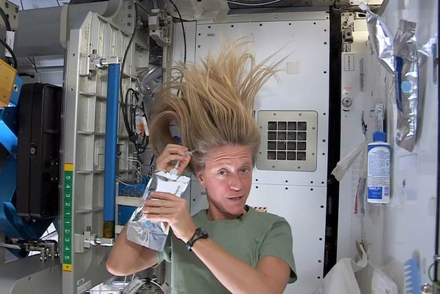 This-is-How-Astronauts-Wash-Their-Hair-in-Space-via-nasa.gov