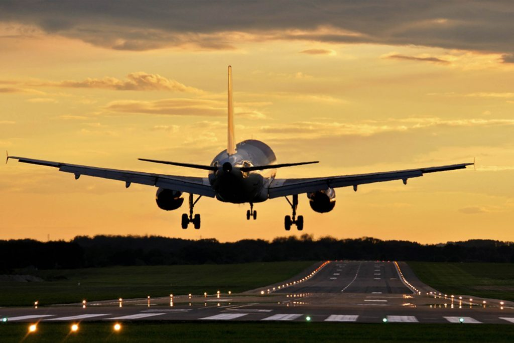 Why Planes Circle Around for Aborted Landings | Reader's Digest