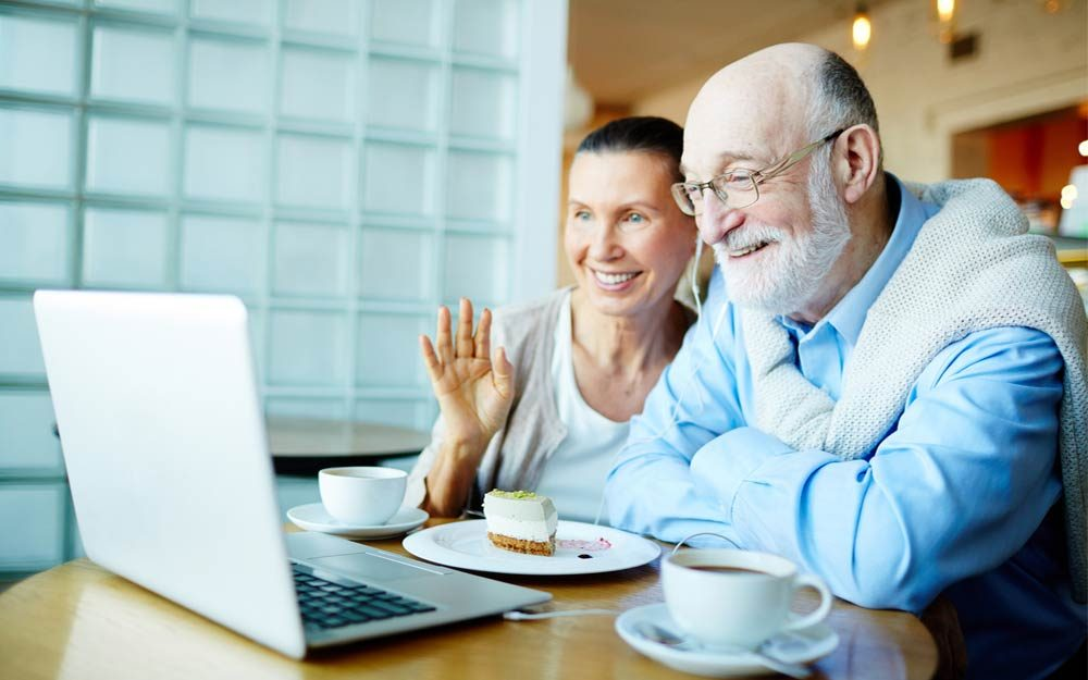 01-how-technology-helps-aging-parents-652259302-Pressmaster-ft