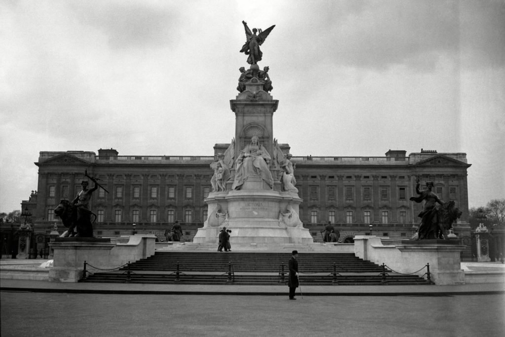 01-old-rarely-seen-buckingham-palace-editorial-7407157a-Uncredited-AP-REX-Shutterstock