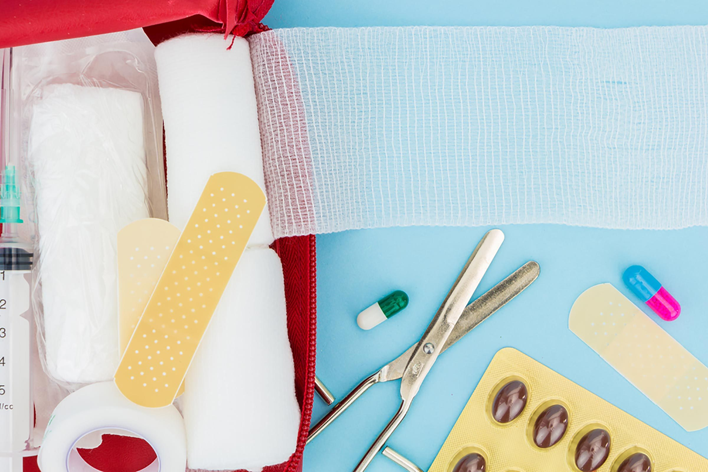 10 Things to Have In a Home Emergency Kit | Reader\'s Digest