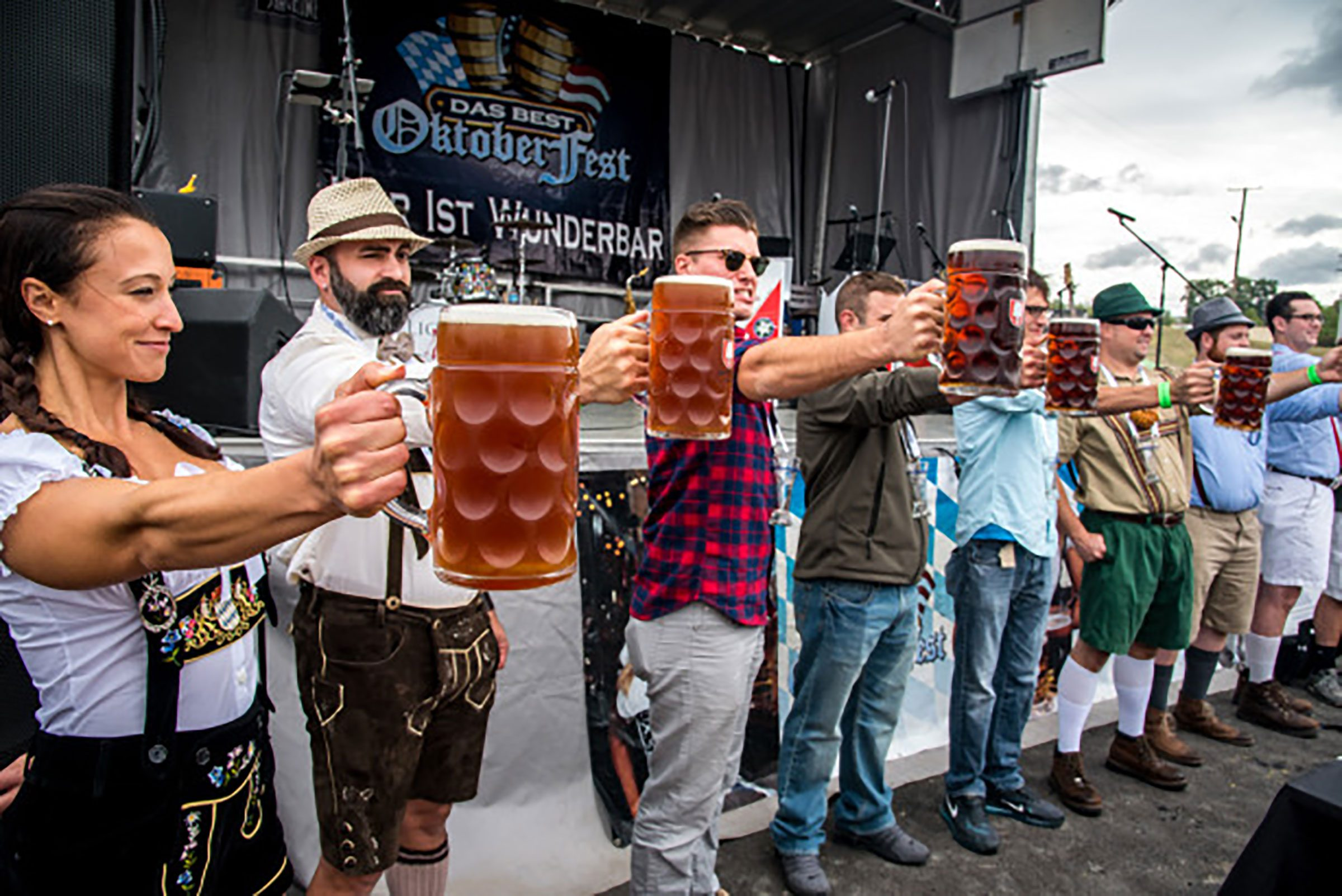 Small-Town Oktoberfest Celebrations You Shouldnu0027t Miss | Readeru0027s Digest  sc 1 st  Readeru0027s Digest & Small-Town Oktoberfest Celebrations You Shouldnu0027t Miss | Readeru0027s ...