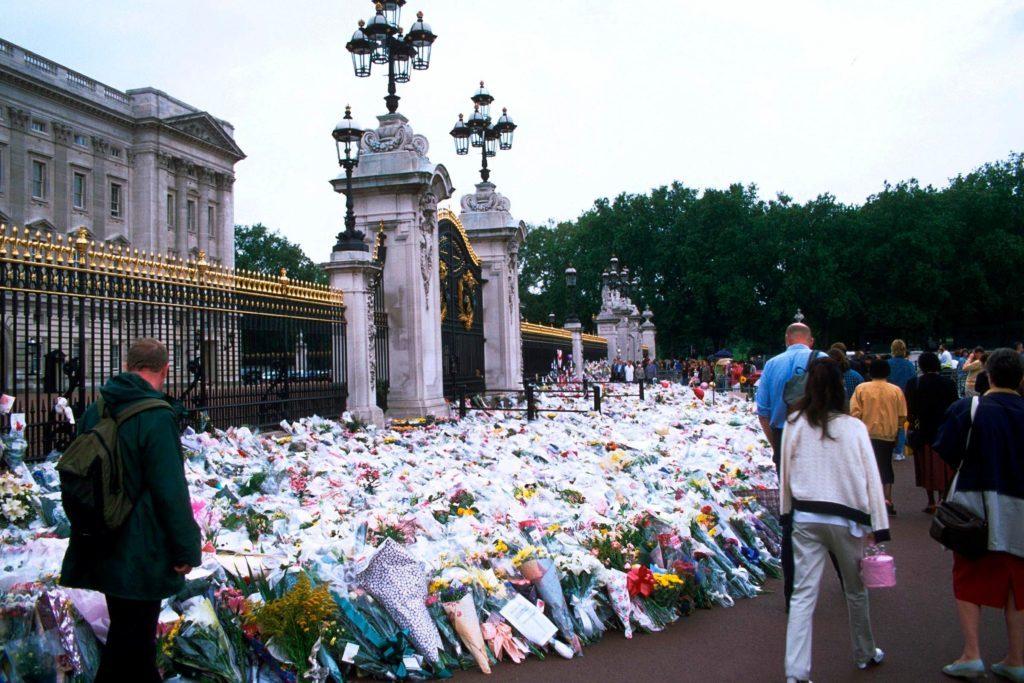 04-diana-memorial-rarely-seen-buckingham-palace-editorial-523923ax-REX-Shutterstock