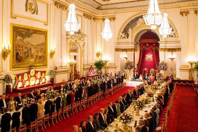 06-dining-hall-rarely-seen-buckingham-palace-editorial-8957443g-REX-Shutterstock