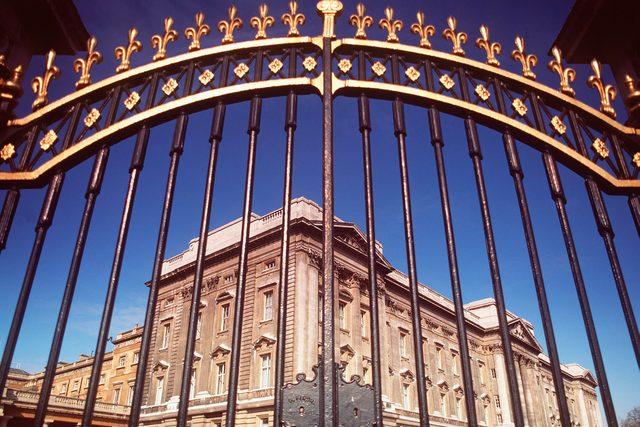 08-gate-rarely-seen-buckingham-palace-editorial-359908a-Judy-Goldhill-REX-Shutterstock