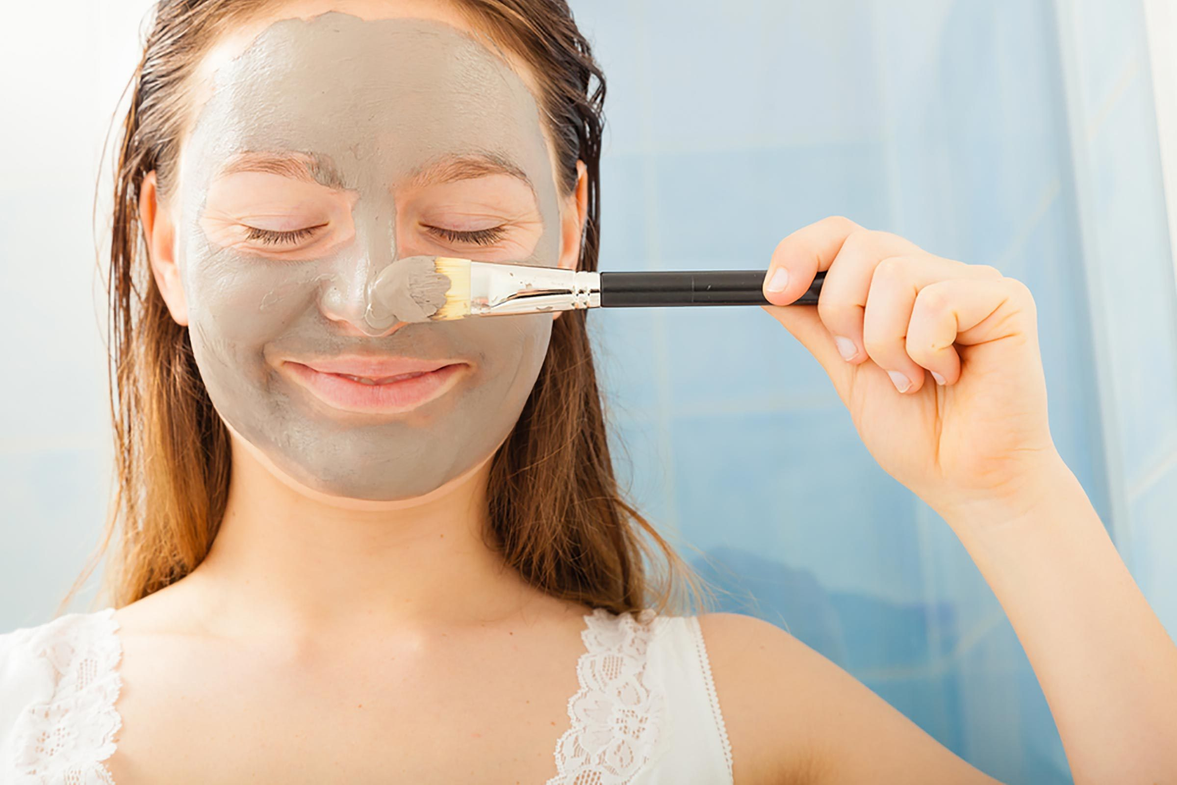 9 diy facial treatments you can safely do at home readers digest solutioingenieria Images