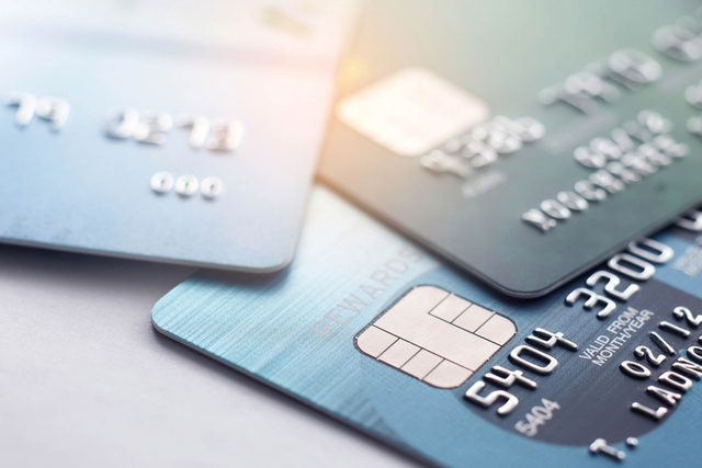 """If-You-Swipe-Your-Debit-Card-as-""""Credit,""""-You're-Wasting-Your-Money—Here's-Why_567634105_Teerasak-Ladnongkhun"""