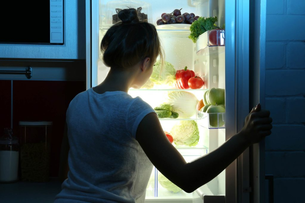 The-One-Food-You-Should-Never,-Ever-Eat-at-Night-(Or-Risk-Gaining-Weight)_502615645_Africa-Studio