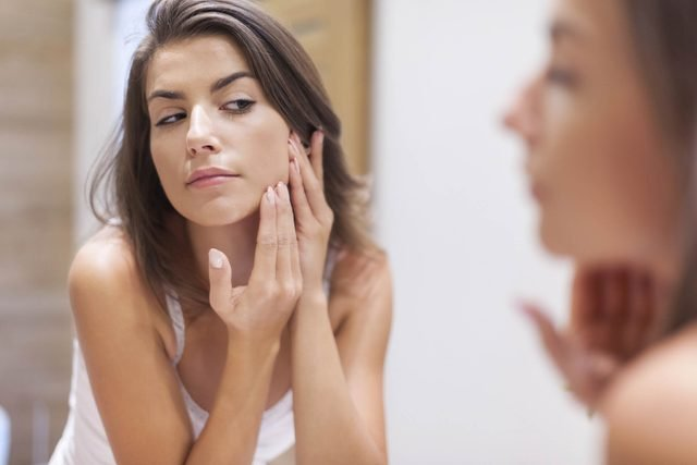 This-Is-Why-You-Always-Get-Acne-When-the-Weather-Cools-Down_206204140_gpointstudio