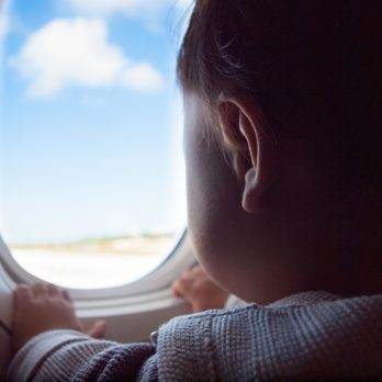 7 Ways to Soothe Your Kids' Ears on Your next Flight