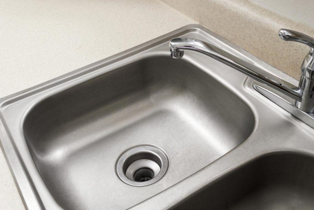 Sink Carolyn Franks/shutterstock