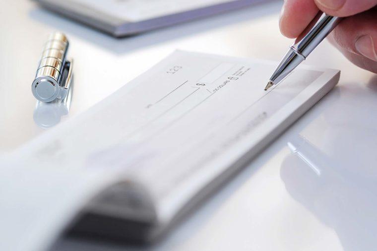 Secrets Your Bank Teller Won't Tell You | Reader's Digest