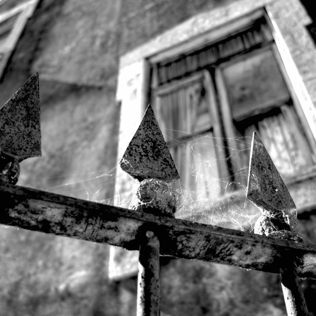 Signs of a Haunted House, from Paranormal Experts | Reader's
