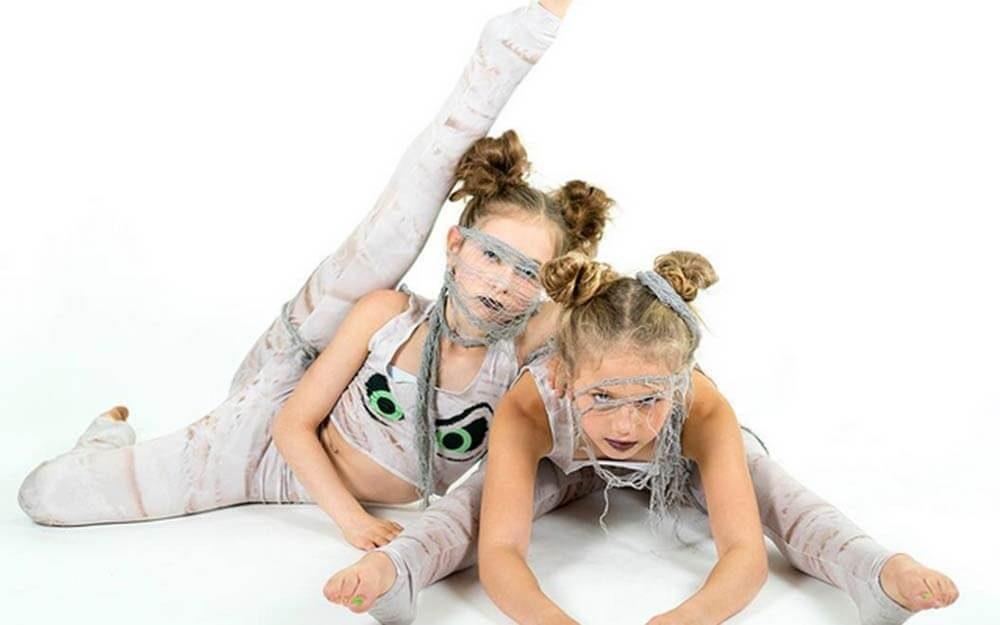 Best-Halloween-Costumes-for-Families-courtesy-shopbunek.com-FT