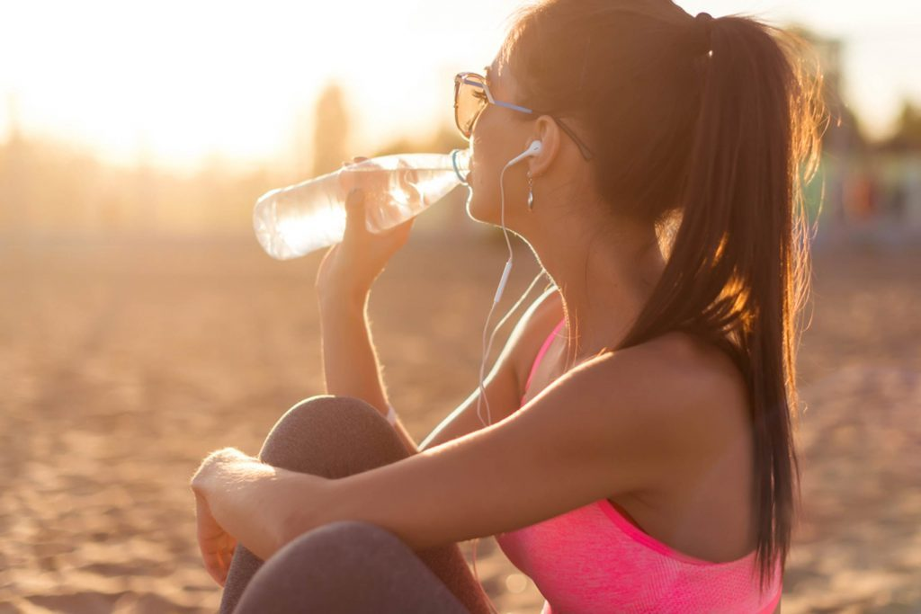 Drinking-This-Many-Glasses-of-Water-a-Day-Burns-490-Calories-Every-Week_286774412_Undrey