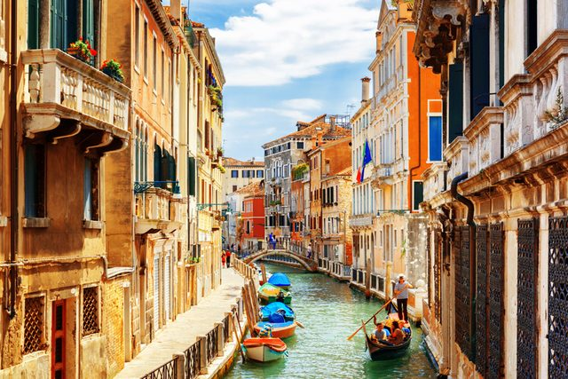 This-Italian-Town-Wants-to-Pay-You-Thousands-of-Dollars-to-Move-There_403253374_Efired