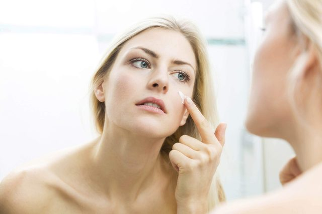 This-One-Common-Skincare-Mistake-Is-Ruining-Your-Face,-Experts-Say_387570406_JL-Pfeifer