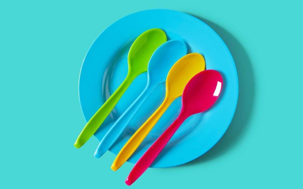 plastic-spoons