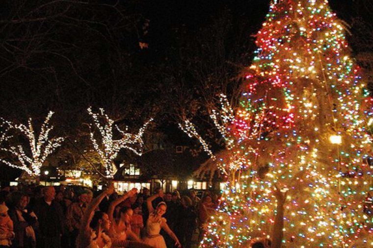 Best Small Towns for Christmas Lights | Reader\'s Digest