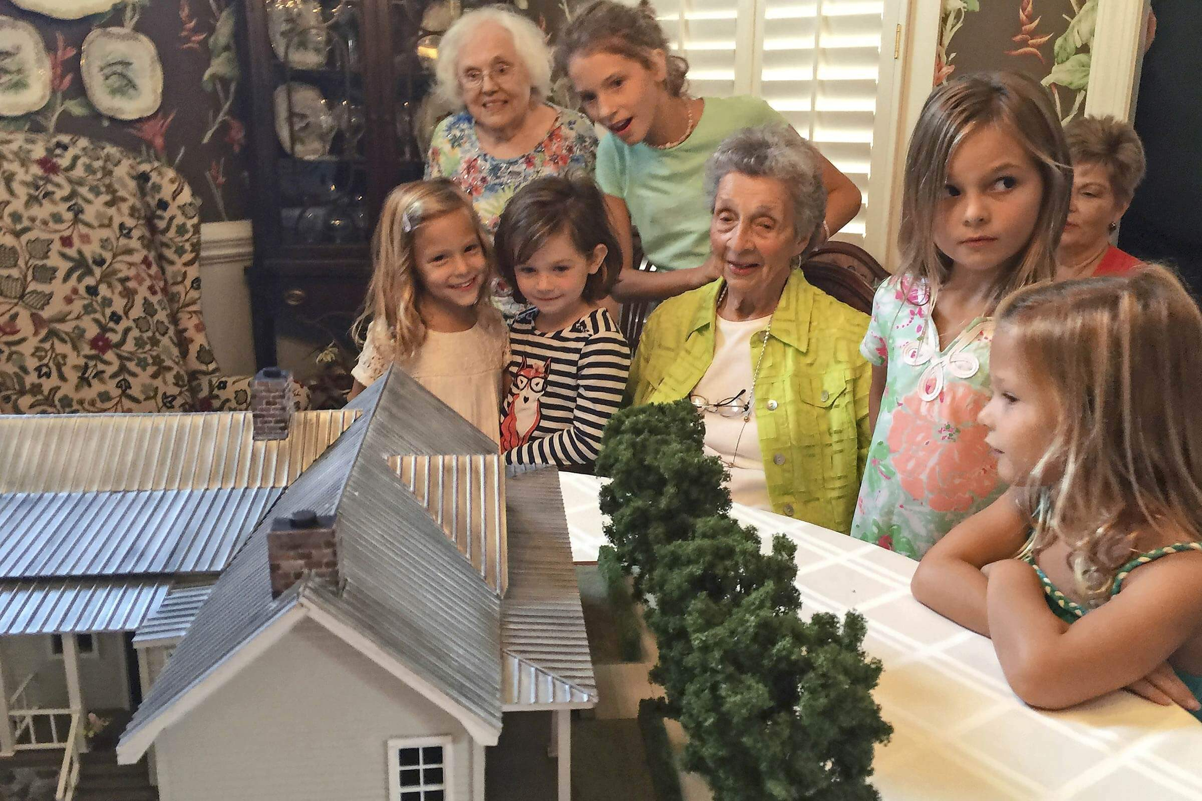 This 90 Year Old Was Finally Reunited With Her Childhood Home
