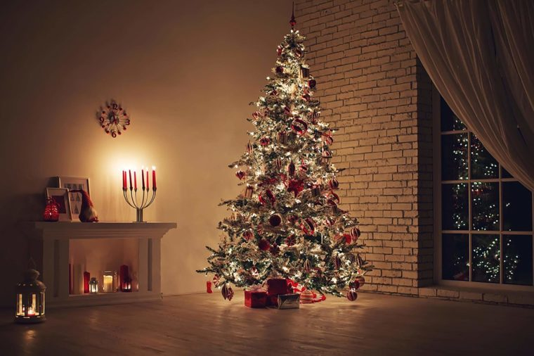 Holiday decorating mistakes that put your family in danger for Easy ways to decorate your christmas tree