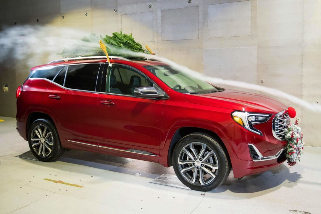 Car Christmas.How Driving With A Christmas Tree Affects Gas Mileage