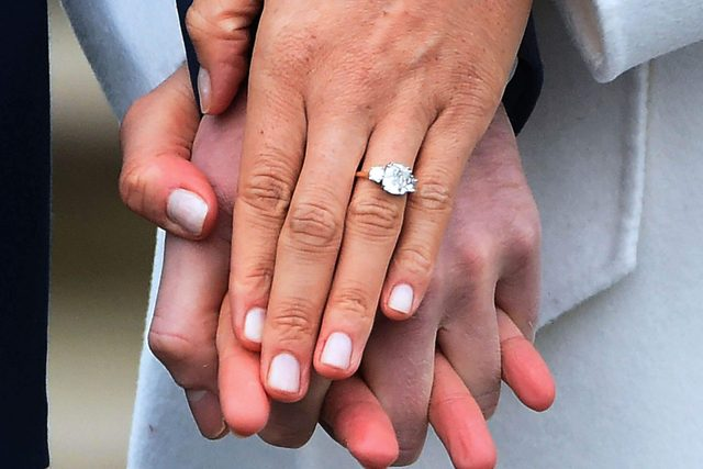 This-Heartwarming-Detail-About-Meghan-Markle's-Ring-Will-Make-You-Melt_9243933k_FACUNDO-ARRIZABALAGAEPA-EFEREX