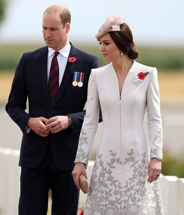 kate-middleton-wears-a-wedding-ring-but-prince-william-doesn't-heres-why-EDITORIAL-8977495m-REX-Shutterstock