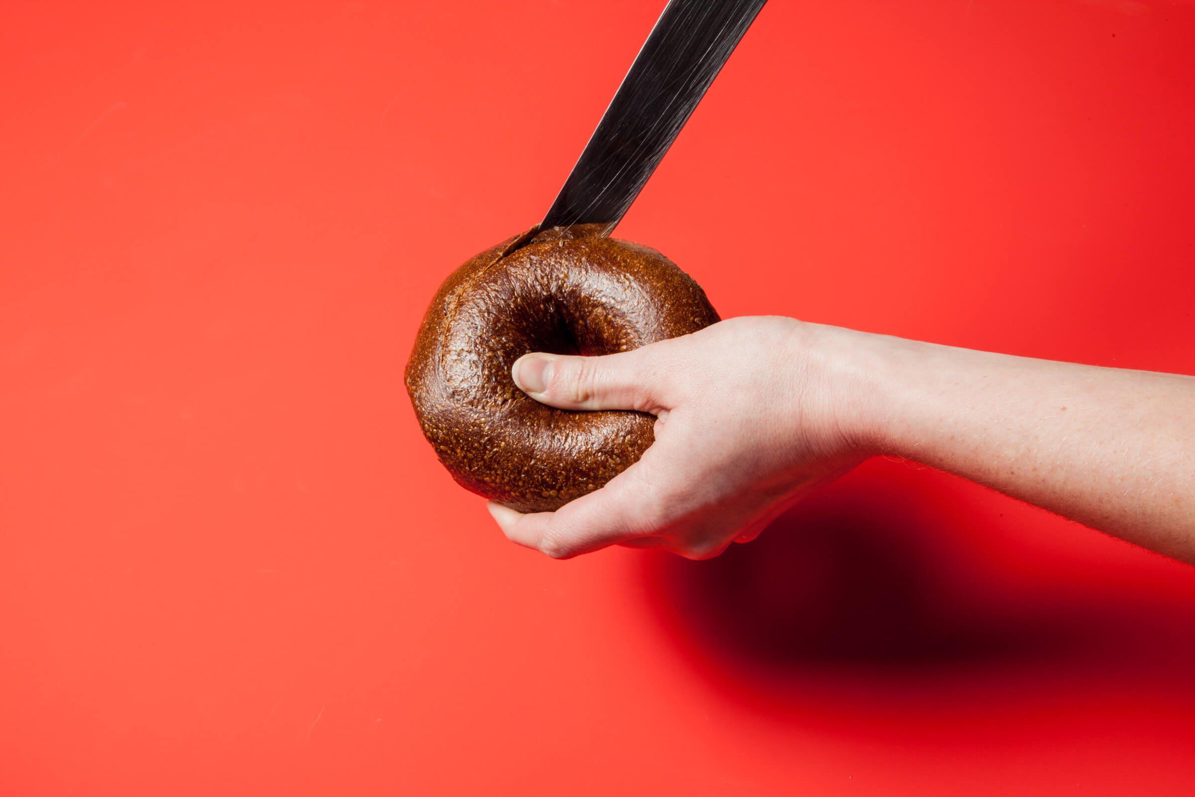 cutting bagel