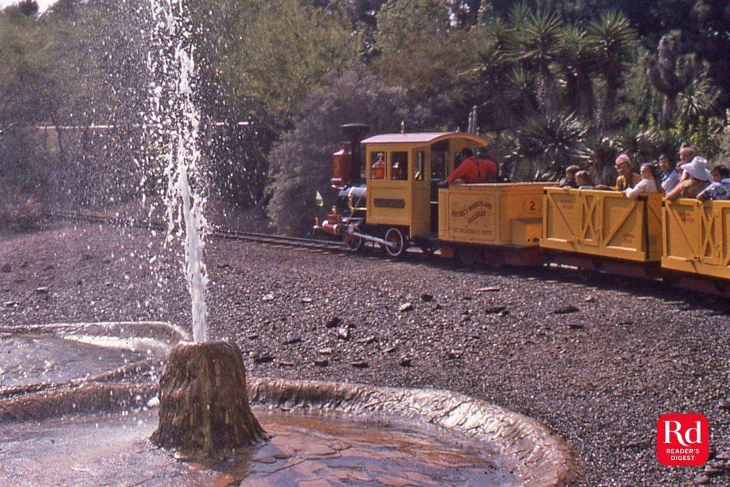 02-minetrain-Discontinued-Disney-rides-Courtesy-Werner-Weiss_Yesterland-2016
