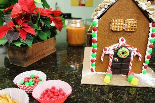 Your-Step-by-Step-Guide-to-the-Perfect-Gingerbread-House