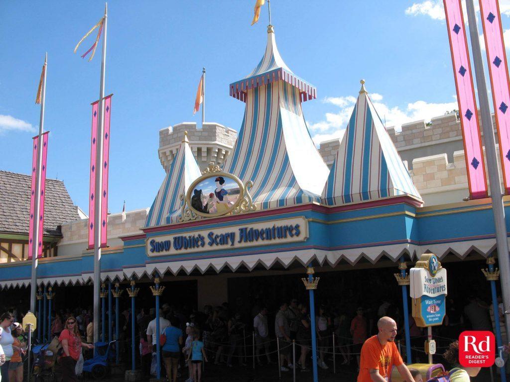 05-snowwhite-Discontinued-Disney-rides-Courtesy-Werner-Weiss_Yesterland-2016