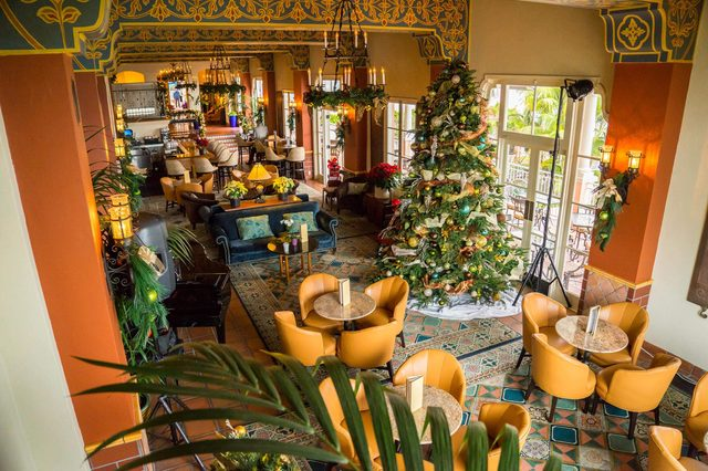 Charming-Historic-Hotels-that-Light-up-the-Holiday-Season