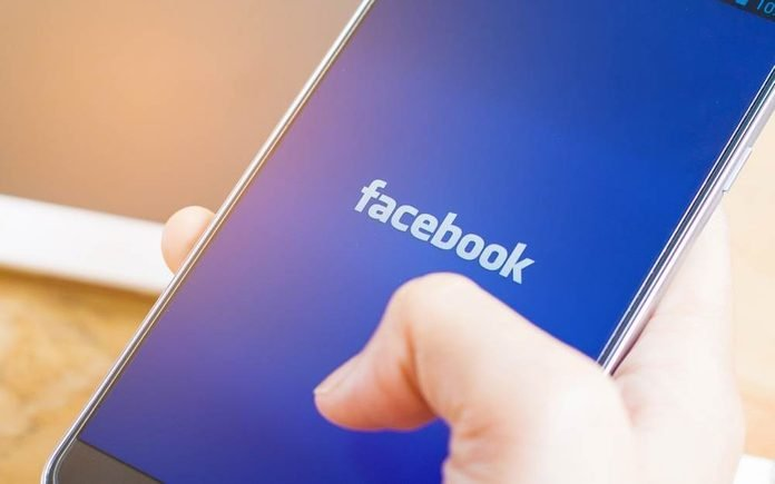 """Facebook-Just-Launched-a-""""Snooze""""-Button—Here's-What-It-Does_513302824_I-AM-NIKOM-ft"""